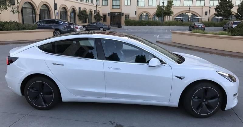 Dit Zijn De Eerste Officieuze Foto S Van De Nieuwe Tesla Model 3